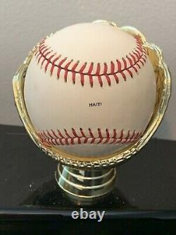 Roberto Clemente Pirates Hall of Fame Baseball Inductee 1973 RARE RAWLINGS Haiti